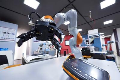 協調安全ロボットテクニカルセンター内観