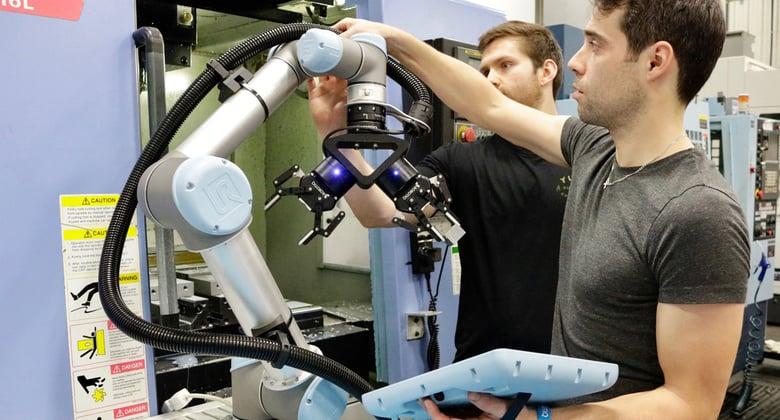 協働ロボット(ユニバーサルロボット)のティーチング風景